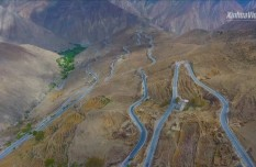 Breathtaking hairpin bends of 72-turn road along China's Sichuan-Tibet highway