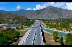 Wind down the car window and feel the wind on Lhasa-Nyingchi highway