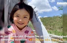 Father bikes 4,000 km to Tibet with 4-yr-old daughter