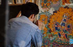 Thangka teacher devoted to teaching students free of charge in Tibet, China