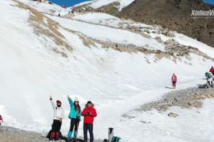 Tourism in NW China's Qinghai set to blossom with winter sports boom