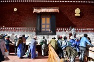Annual whitewash of Potala Palace gets started