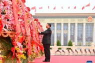 Xi Focus: Xi pays tribute to national heroes in Tian'anmen Square