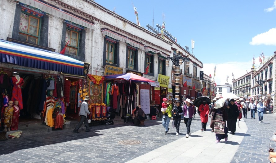 Touri<span style='color:red;'>sm</span> drives cultural and creative industries in SW China's Tibet