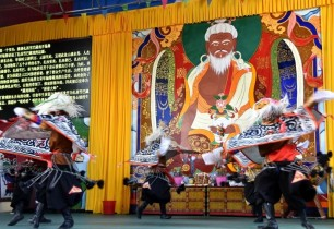 Tibetan villagers attract tourists with opera shows