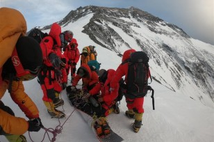China to suspend foreign expeditions on north side of Mt. Qomolangma