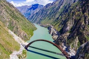 Along Tibet's New Railway: Majestic, mysterious hinterland unbeknown to many