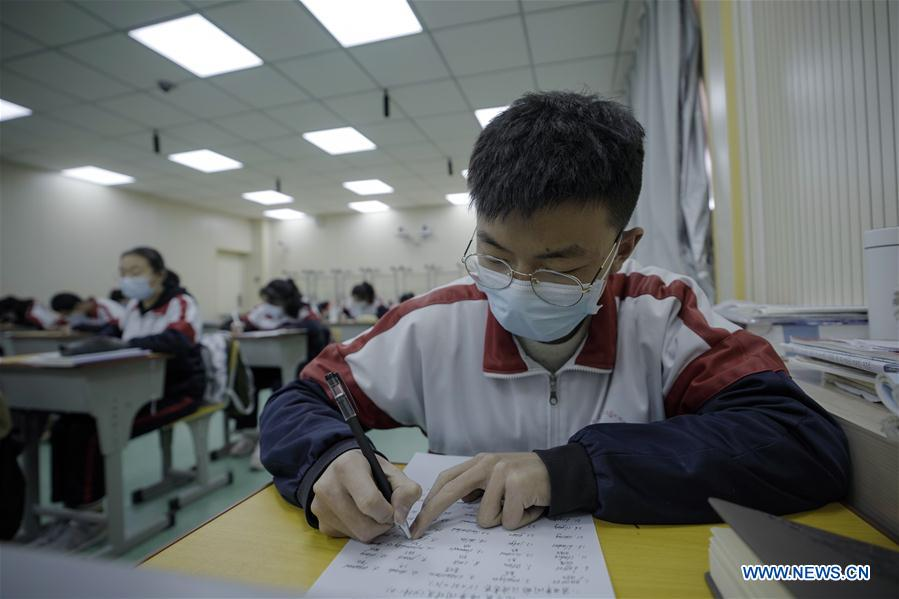 Students at high school in Qinghai start new semester amid strict prevention measures against COVID-19
