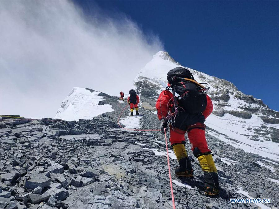 Mountaineering guides complete building route to summit Mt. Qomolangma