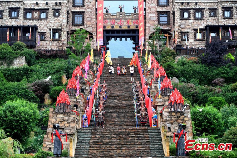 Traditional gate-opening ceremony held in Sichuan