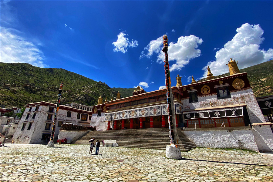 Drepung Monastery – a solitary temple hidden in mountains