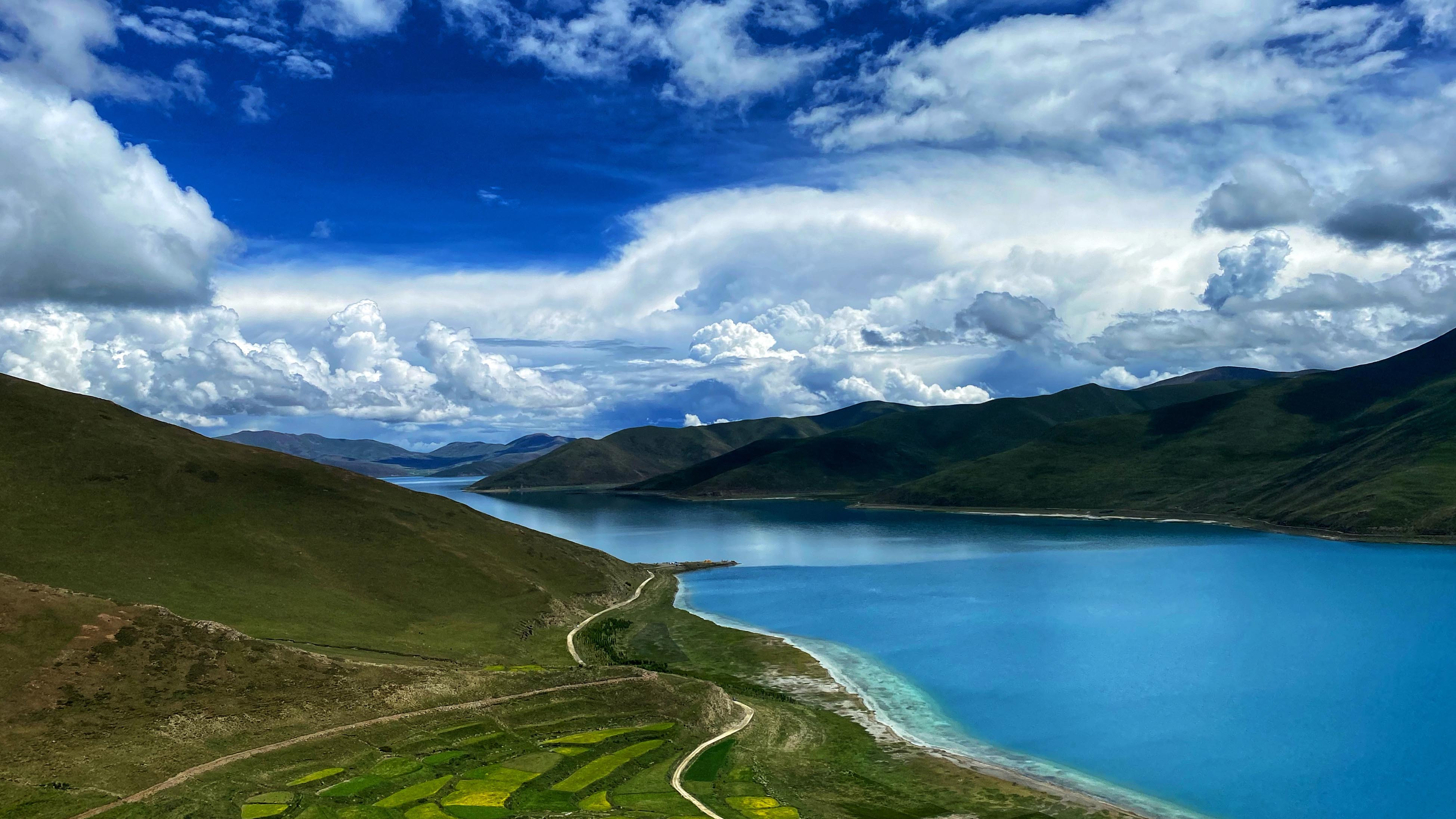 Yamdrok Lake: One of the three sacred lakes in Tibet