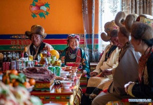 Tibetan villagers celebrate farmers' New Year in new homes