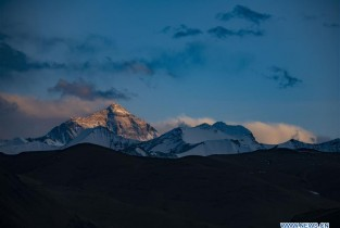 Sunset scenery of Mount Qomolangma in Tibet