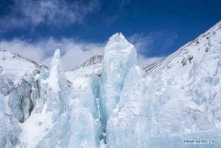In pics: ice pinnacles on north side of Mount Qomolangma