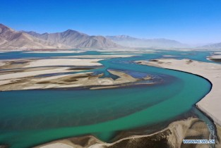 View over Yarlung Zangbo River in Tibet (I)