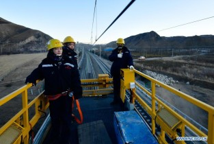 Pic story of young railway maintenance workers in Qinghai