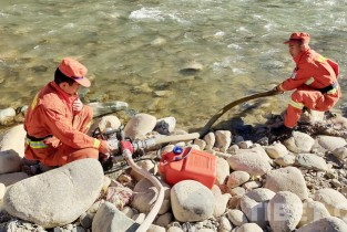 Outdoor mountain water pump erection training carried out