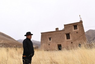 PicStory: Life of traditional Tibetan villages and buildings extended through efforts of a herdsman's son
