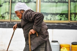 Unshackled from serfdom, the elderly in Tibet enjoy better life after democratic reform