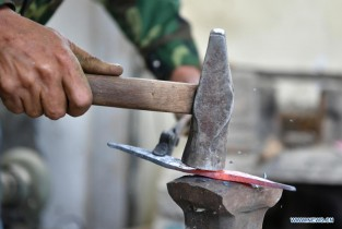 In pics: knife-makers in Lhorong County, China's Tibet