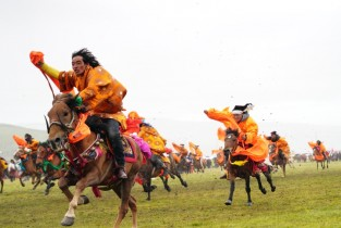 Horse racing event held in Litang, SW China's Sichuan