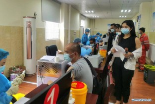 People get vaccinated against COVID-19 in Kangding, Sichuan