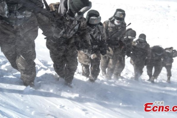 Plateau border troops brave heavy wind and snow in Tibet